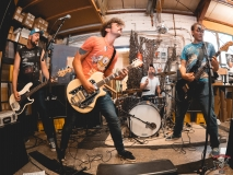 Neon Bone Live auf dem Green Hell Yardsale