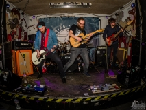 This heals nothing - Live in der Baracke